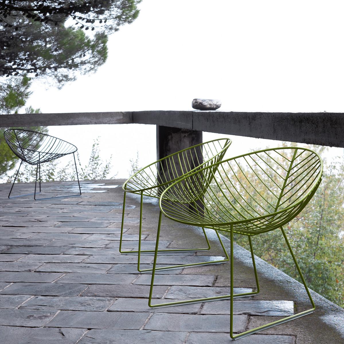 Leaf-Lounge-gruen-schwarz-Ambiente-Balkon